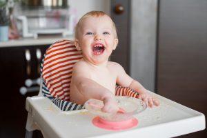 Kā iemācīt bērniņu ēst pašam?             5 ieteikumi raitākām mācībām.